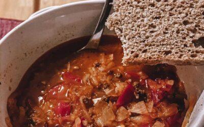 Gulaszowa zupa zkiszoną kapustą